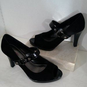"Connie womens shoes Size 11B Black 4"" heels Denise"